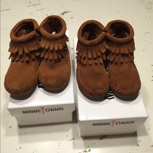 Minnetonka infant size 4 boots.